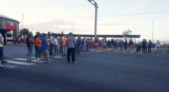 20.12.20 Vecinos protestan en La Guaira por las fallas con el gas doméstico